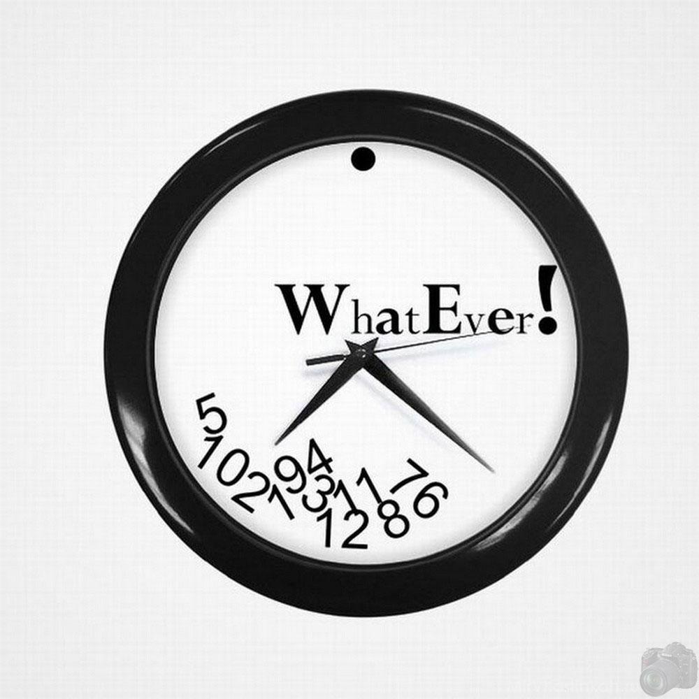часы в черной оправе