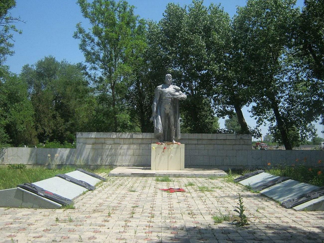 Мемориал героям