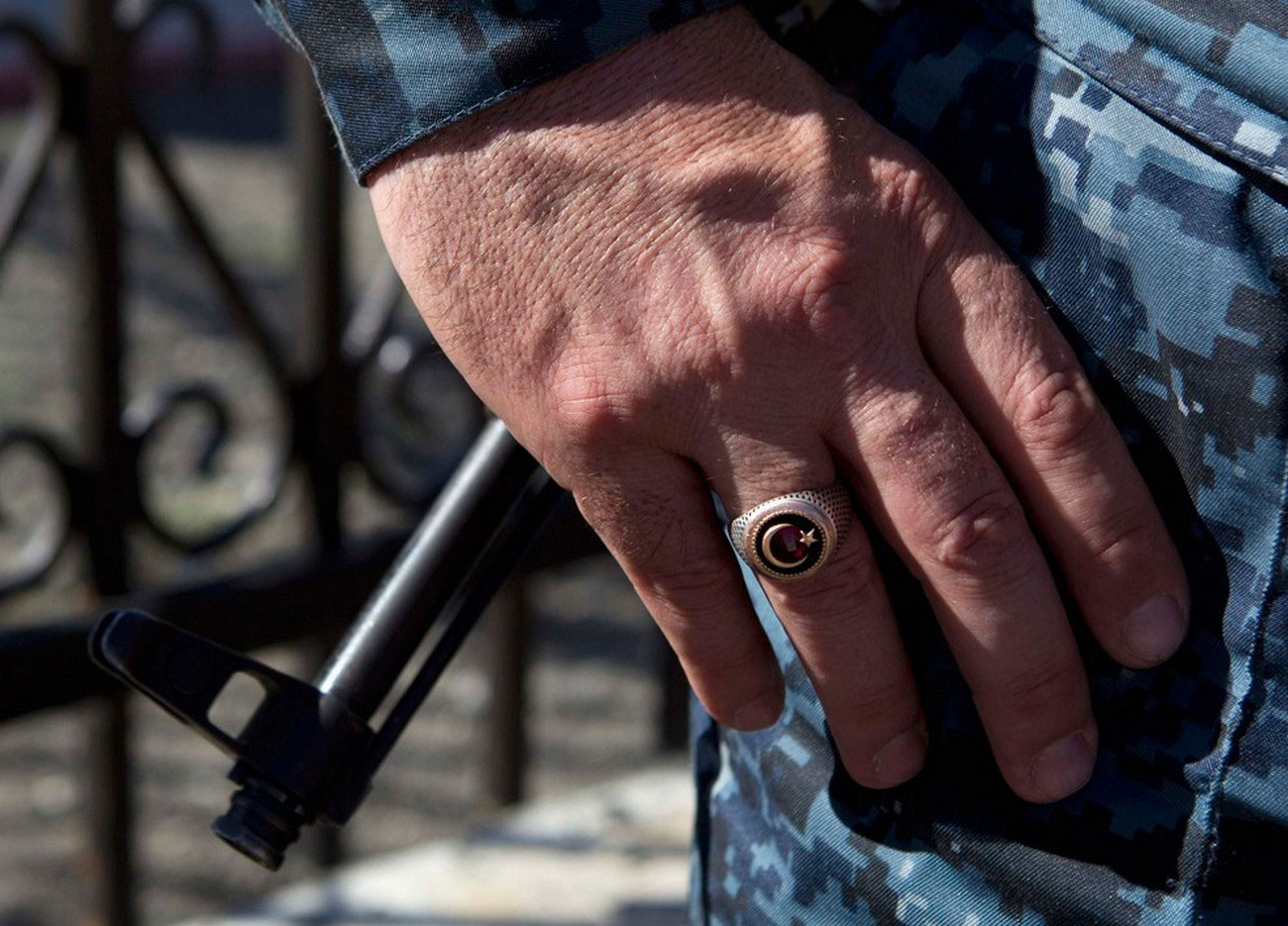 перстень на руке