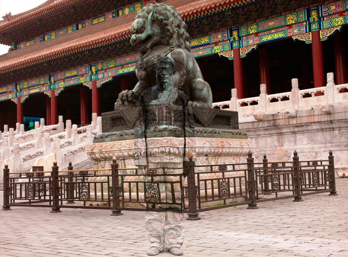 священный лев у могилы императора