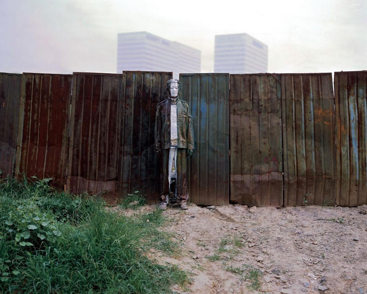 щель в заборе