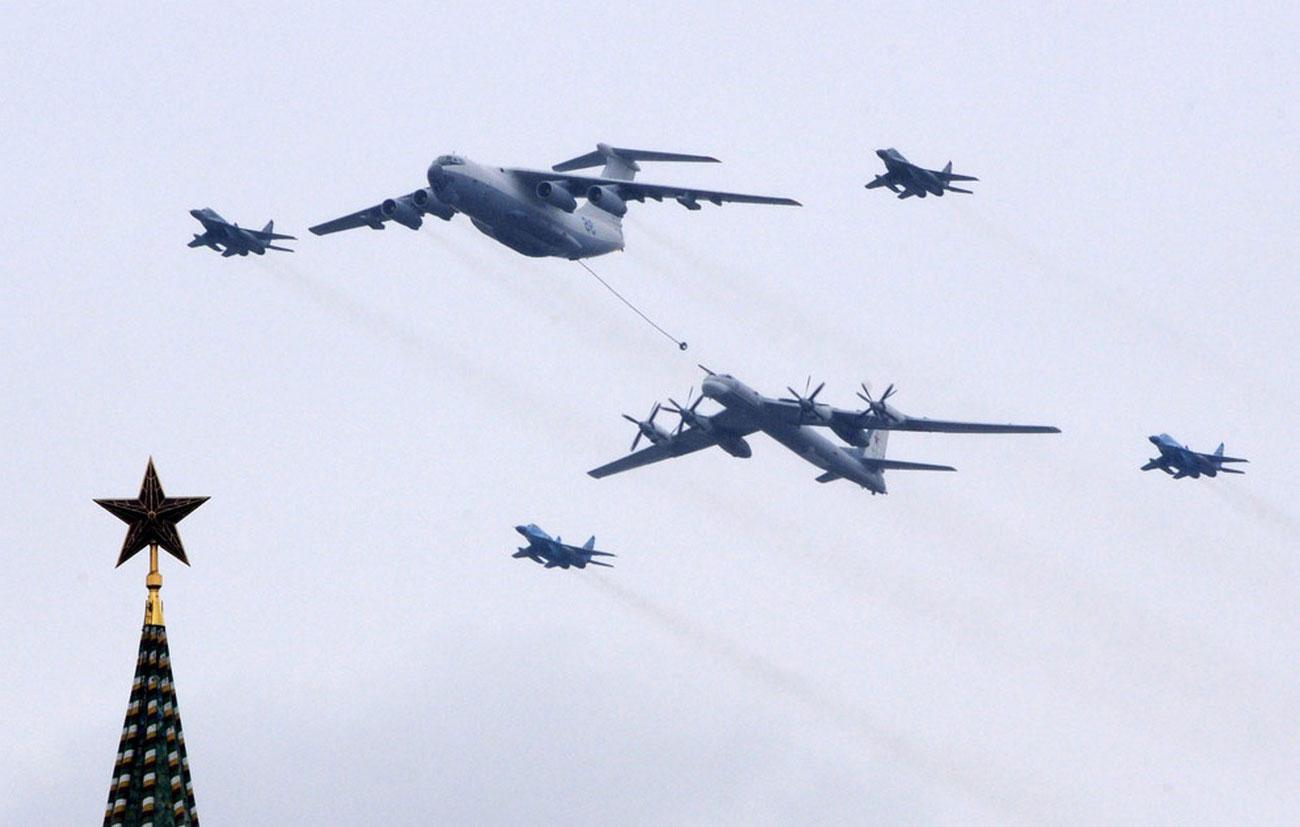 истребитель, самолет-заправщик и бомбардировщик-ракетоносец 9 мая, фото