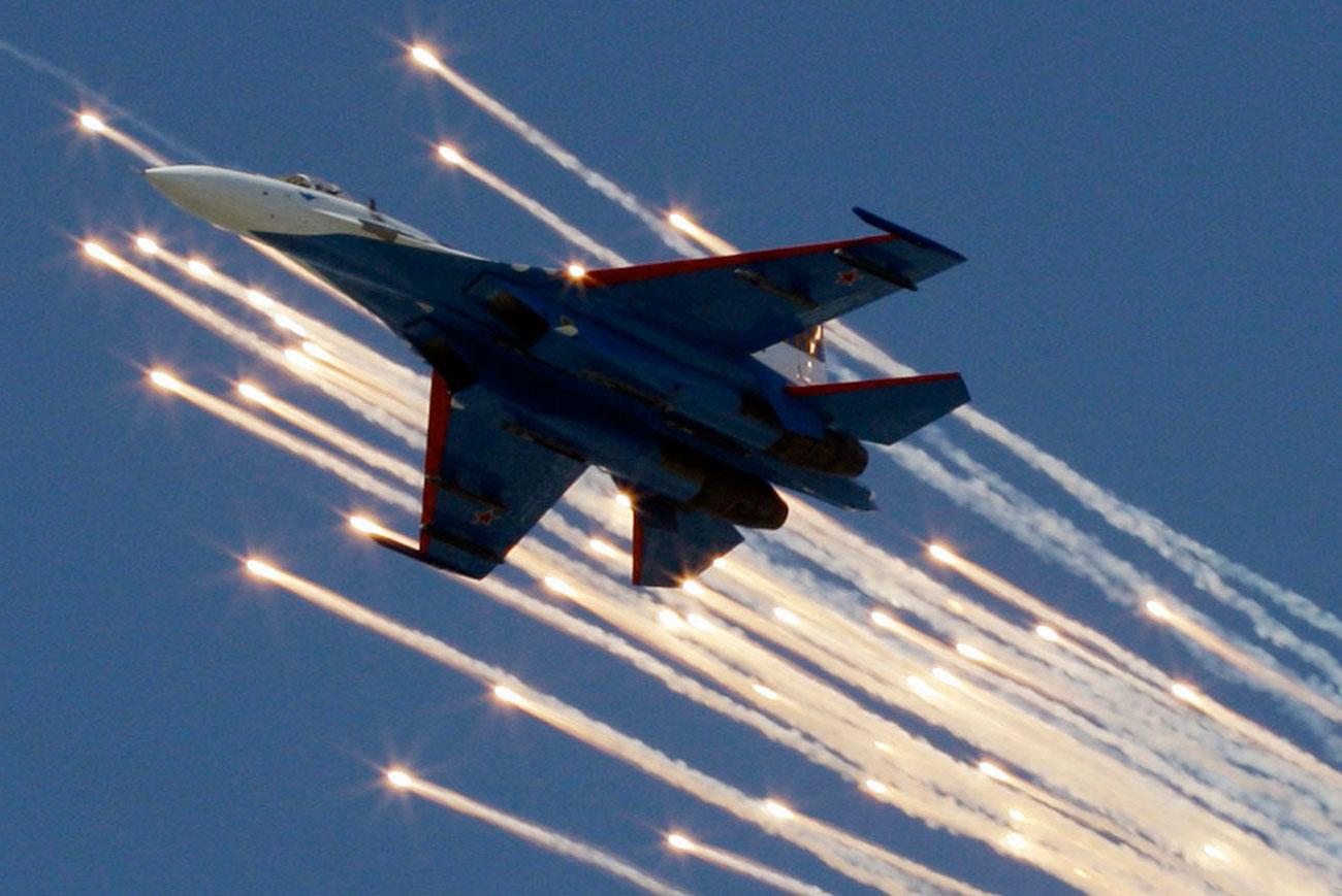 Су-27 пролетает над Красной площадью 9 мая