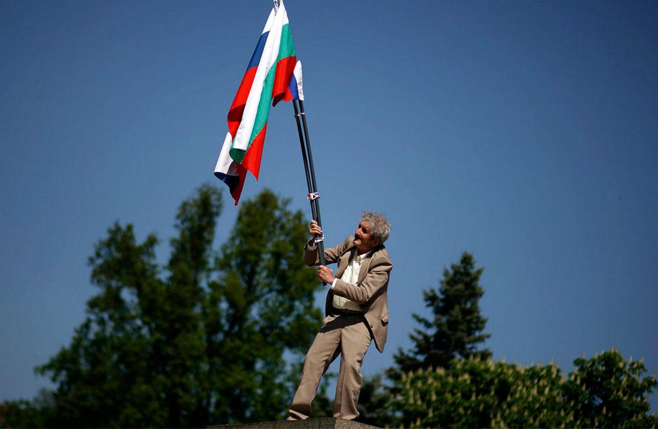 возле Памятника Советской армии 9 мая