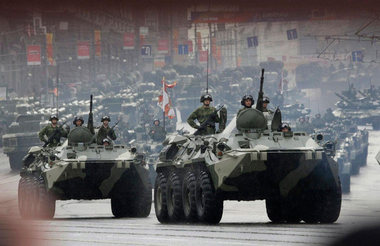 БТР-90 на военном параде в Москве