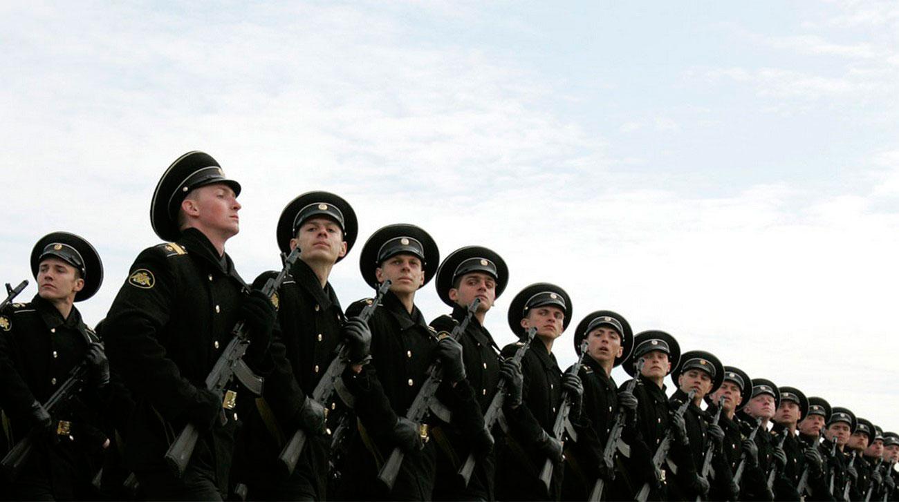 Солдаты маршируют, фото