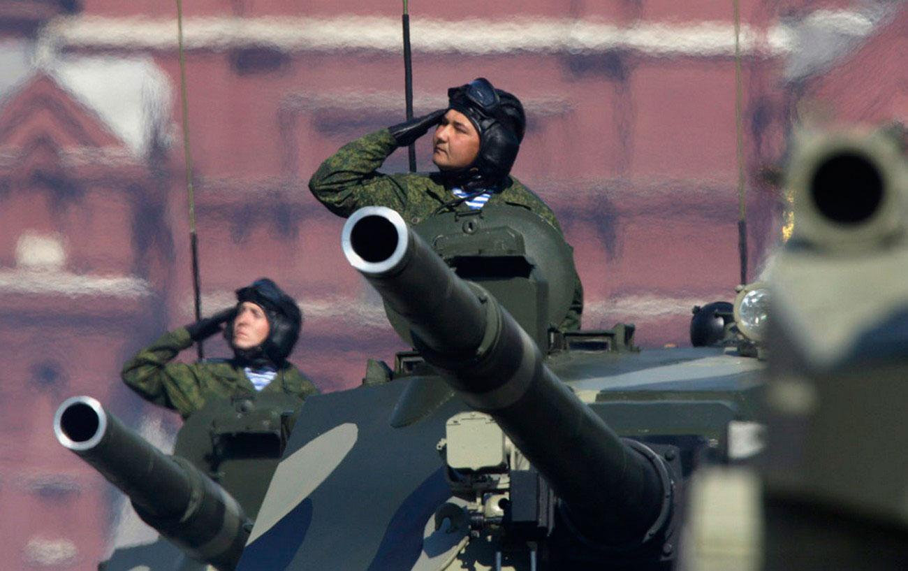 Самоходная Десантируемая артиллерийская установка на Красной площади в Москве