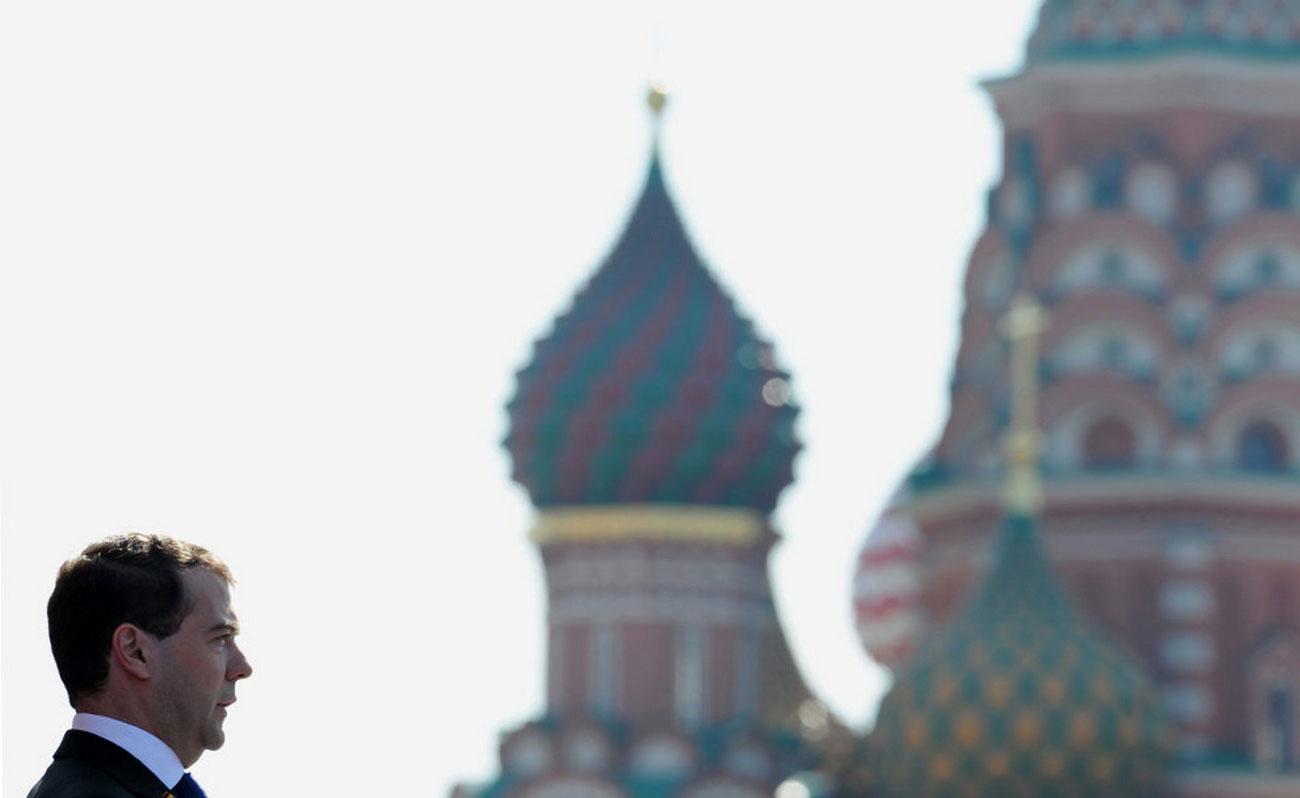 Премьер-министр РФ на военном параде, фото