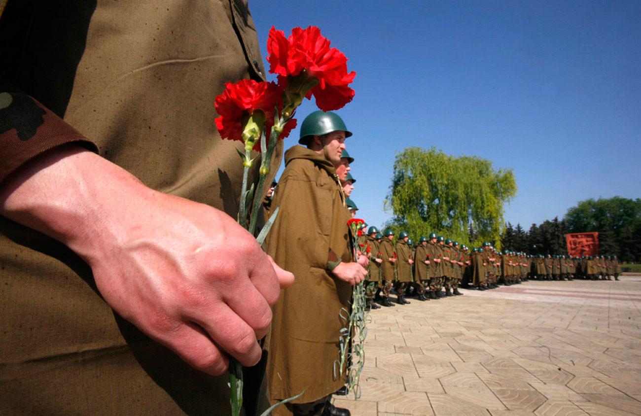 Молдавские солдаты на военном параде, фото