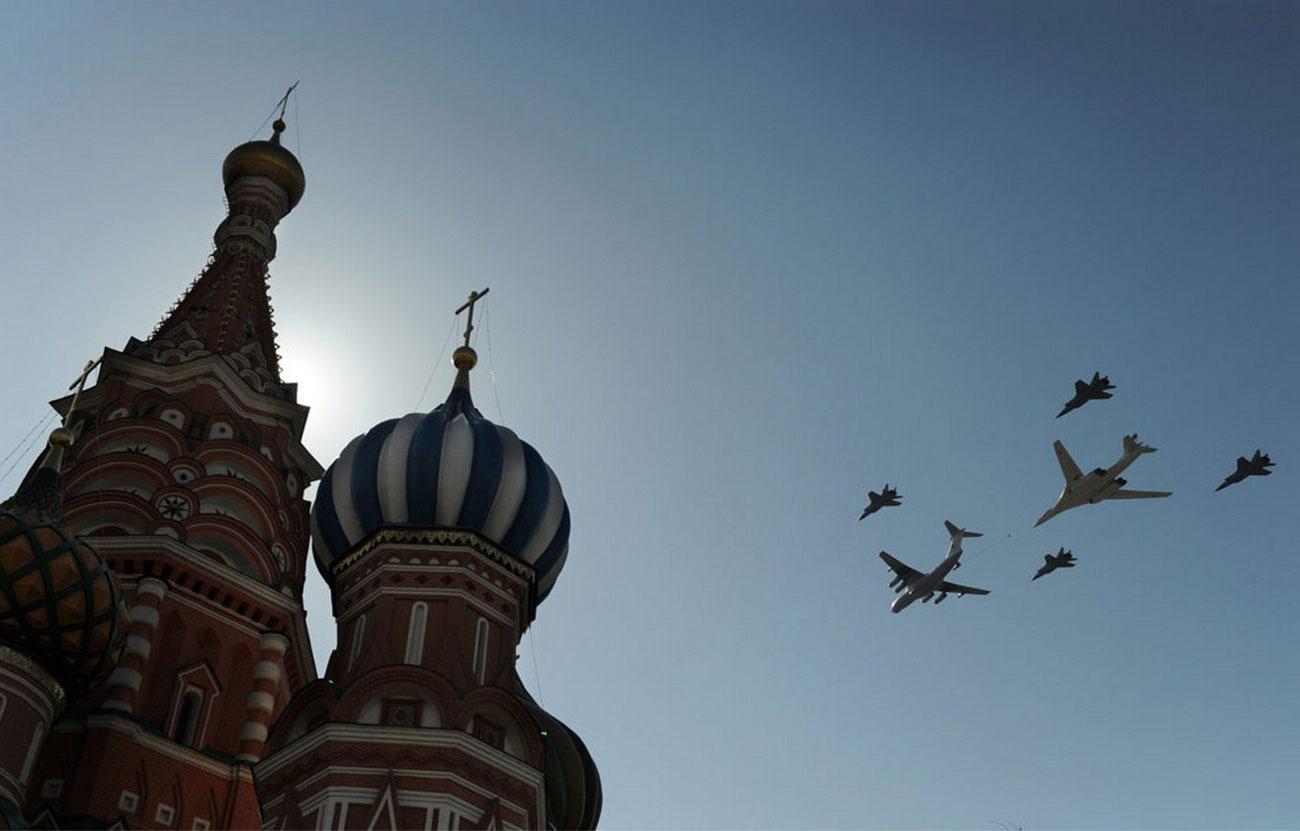 Российский сверхзвуковой стратегический бомбардировщик-ракетоносец, фото Ту-160