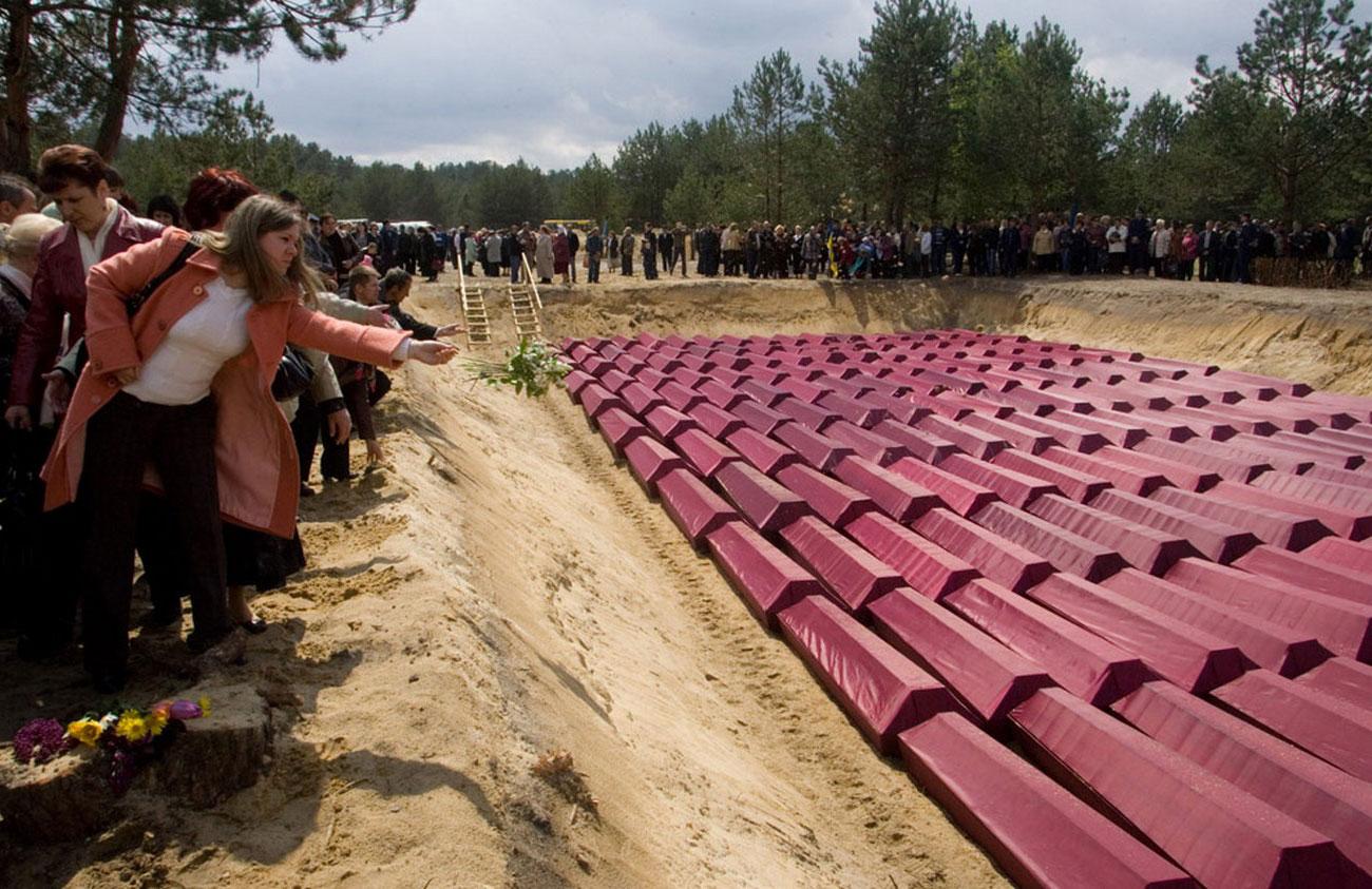 гробы с останками военнопленных Второй мировой войны 9 мая