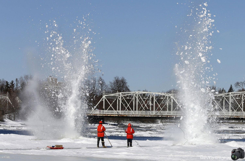 лед на реке взрывают