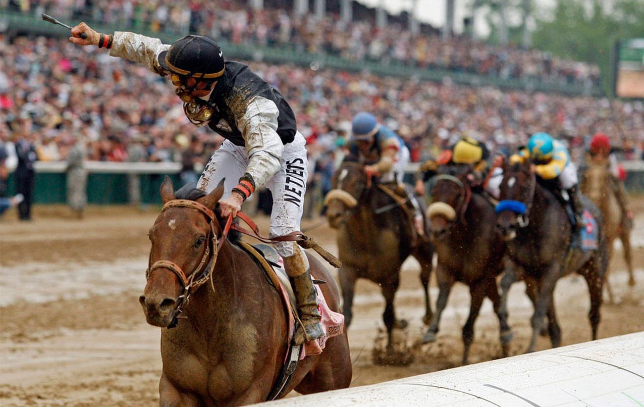 фото забега лошадей в Кентукки