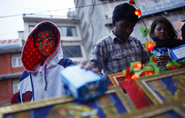 распродажа фонарей в Индии