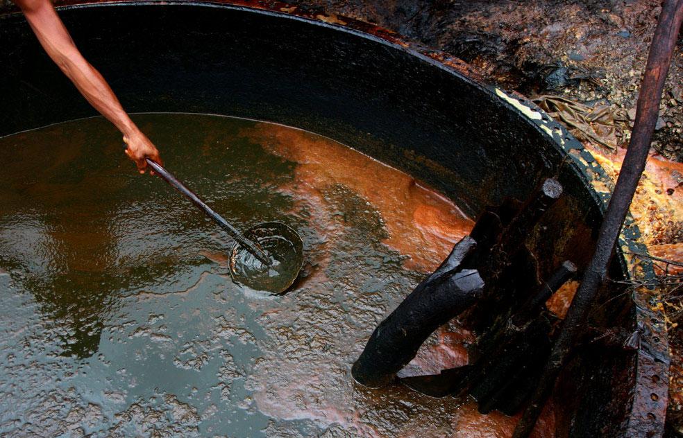 сырая нефть, фото из Индонезии