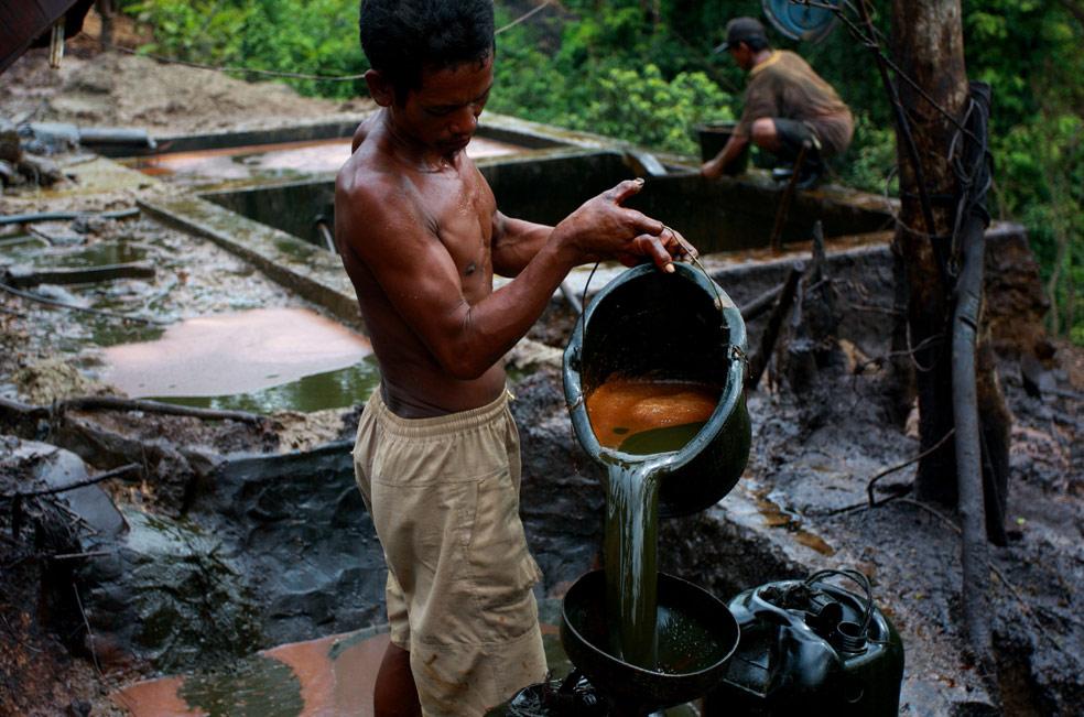 залежи нефти, фото из Индонезии