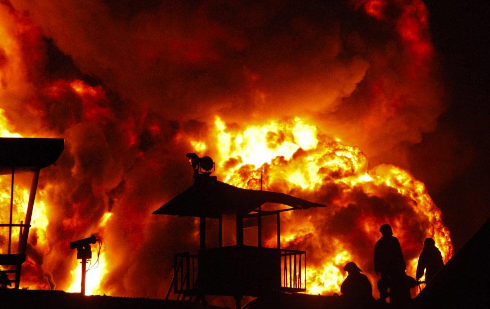 пожарные, фото из Индонезии