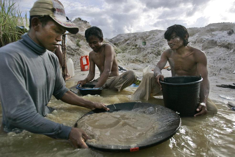 На шахте в Центральной Калимантане, фото из Индонезии