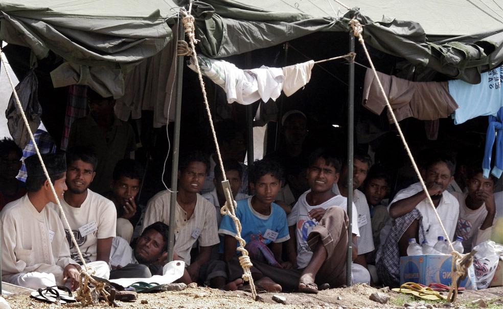 Народ рохингья из государства Аракан, фото из Индонезии