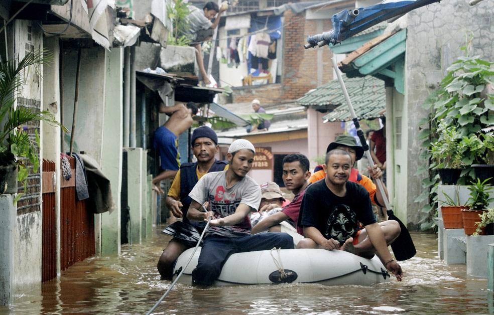 наводнение в Джакарта, фото из Индонезии