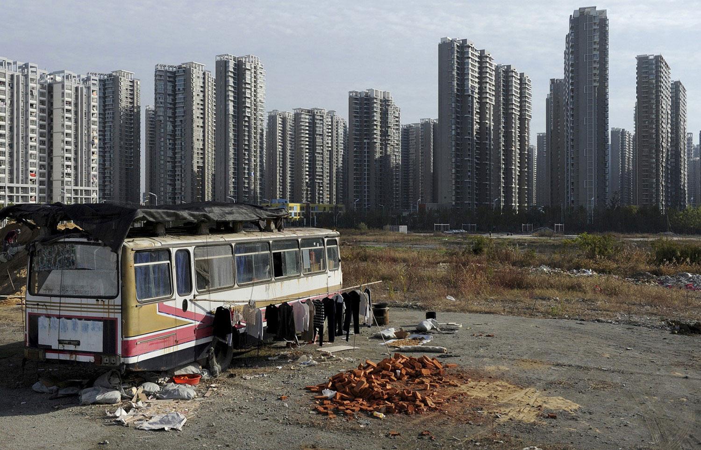 китайцы проживают в автобусе, фото