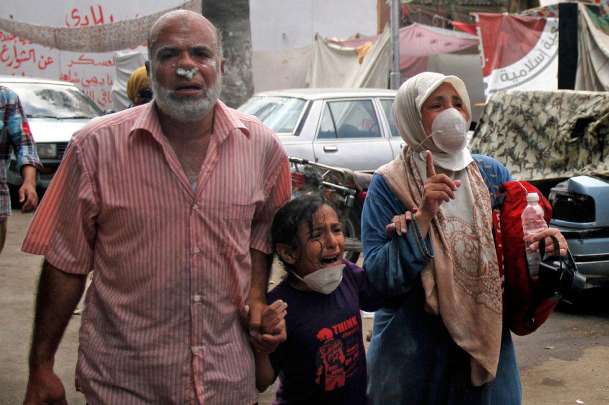 семья на акции протеста