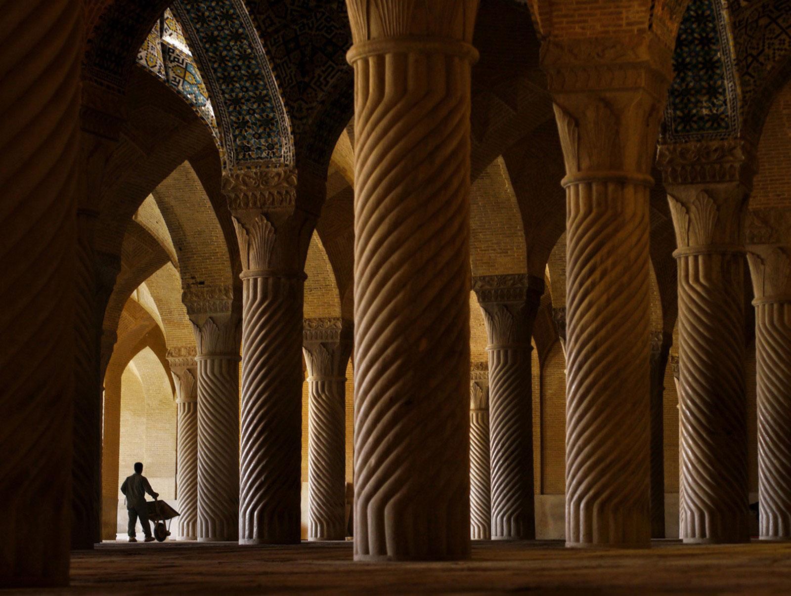 внутри мечети Вакиль