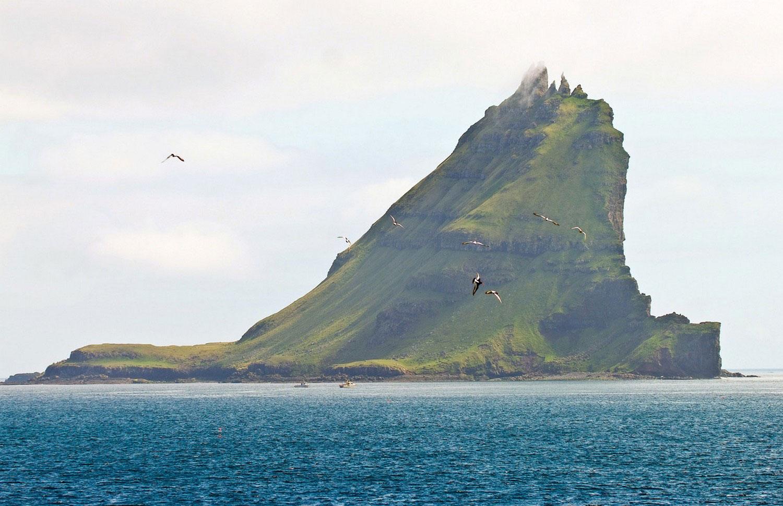 остров Тиндхолмур, фото с фарерских островов