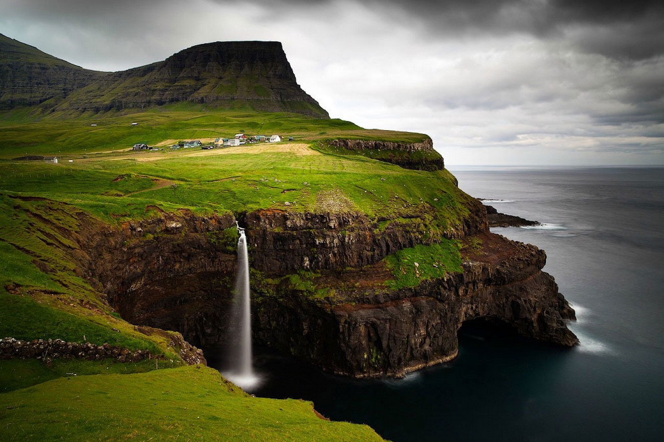 Деревня Gasadalur, фото с фарерских островов