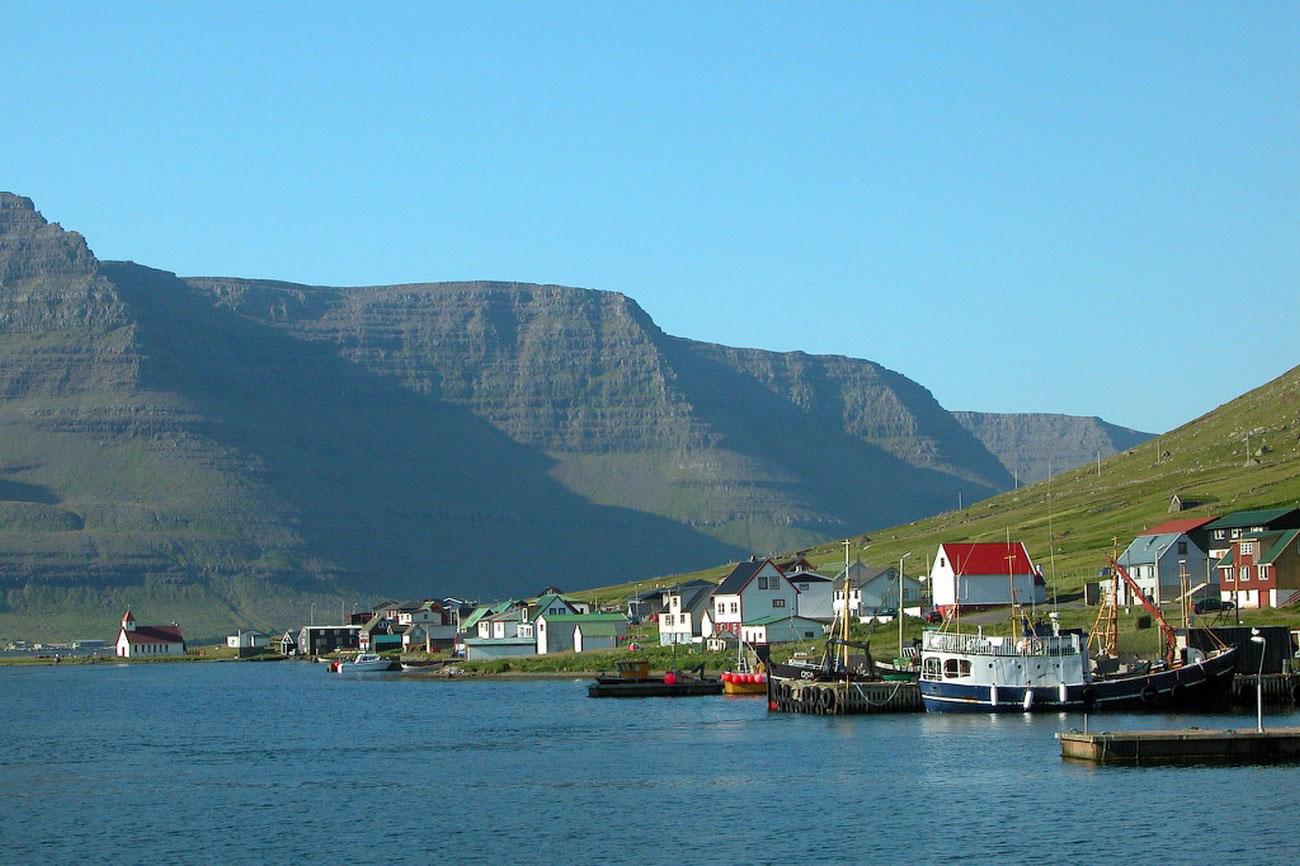 Деревня Hvannasund, фото с фарерских островов