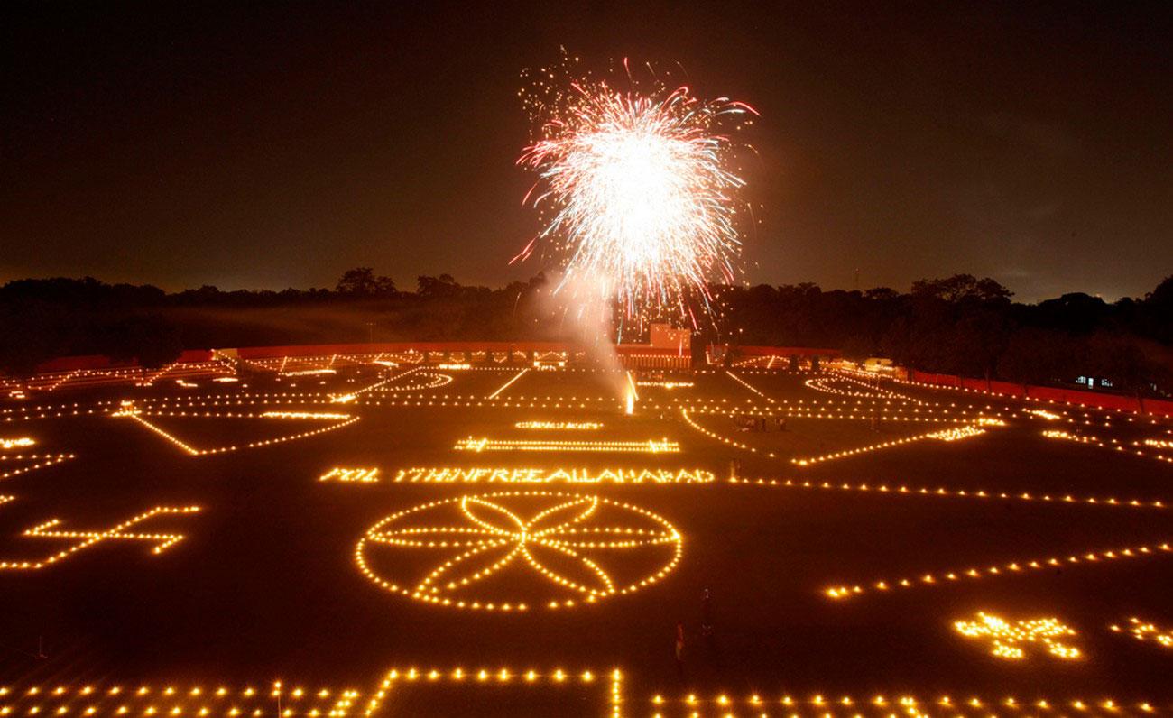 Фейерверк, свечи и лампы в Индии
