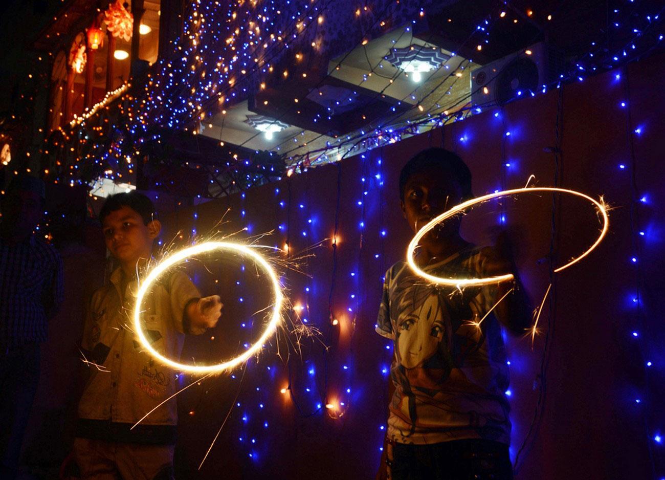 бенгальские огни по случаю Дивали