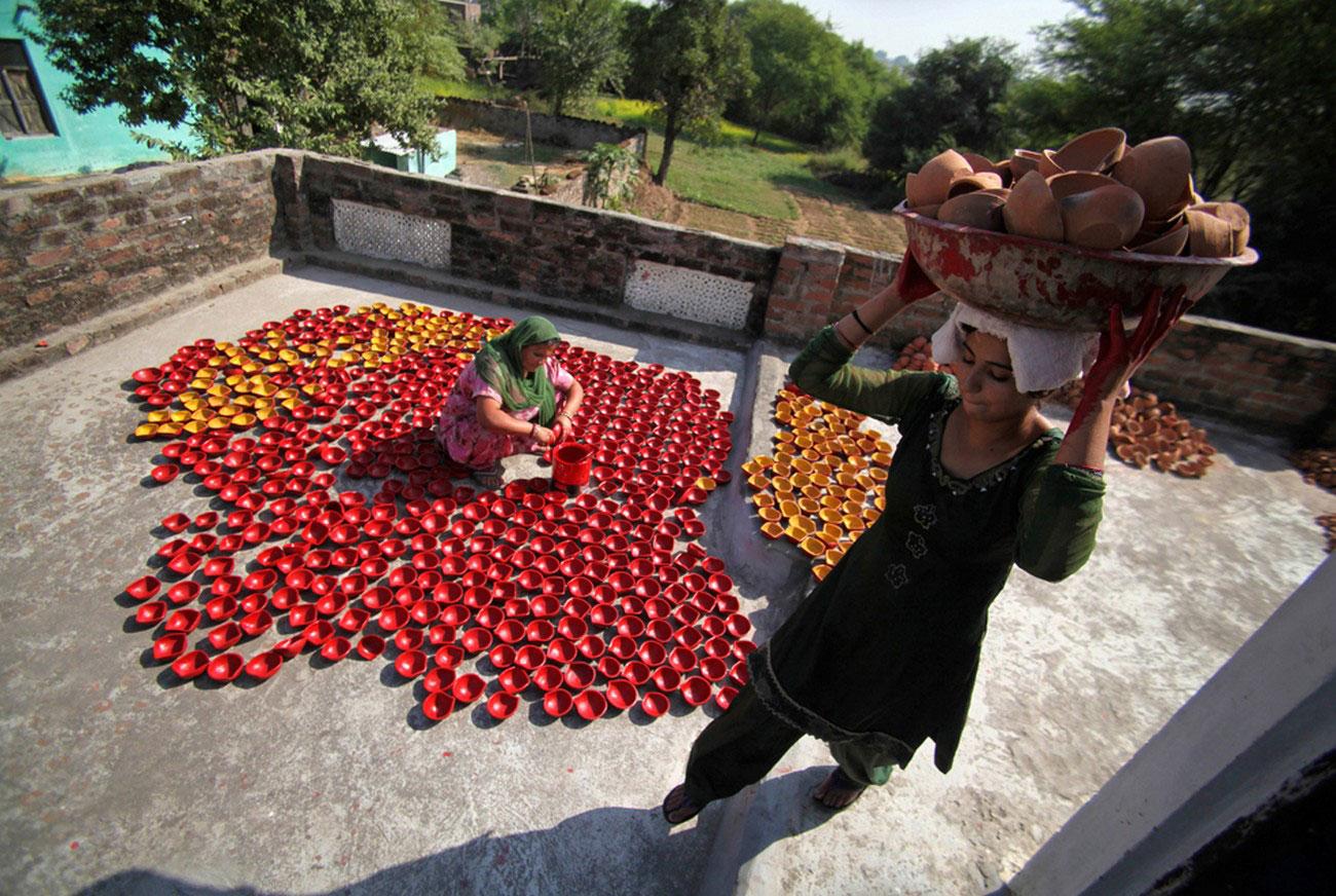 перед индусским праздником на окраине Джамму
