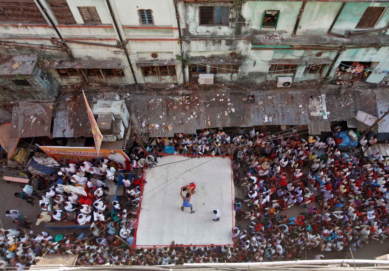 празднование ежегодного индуистского фестиваля