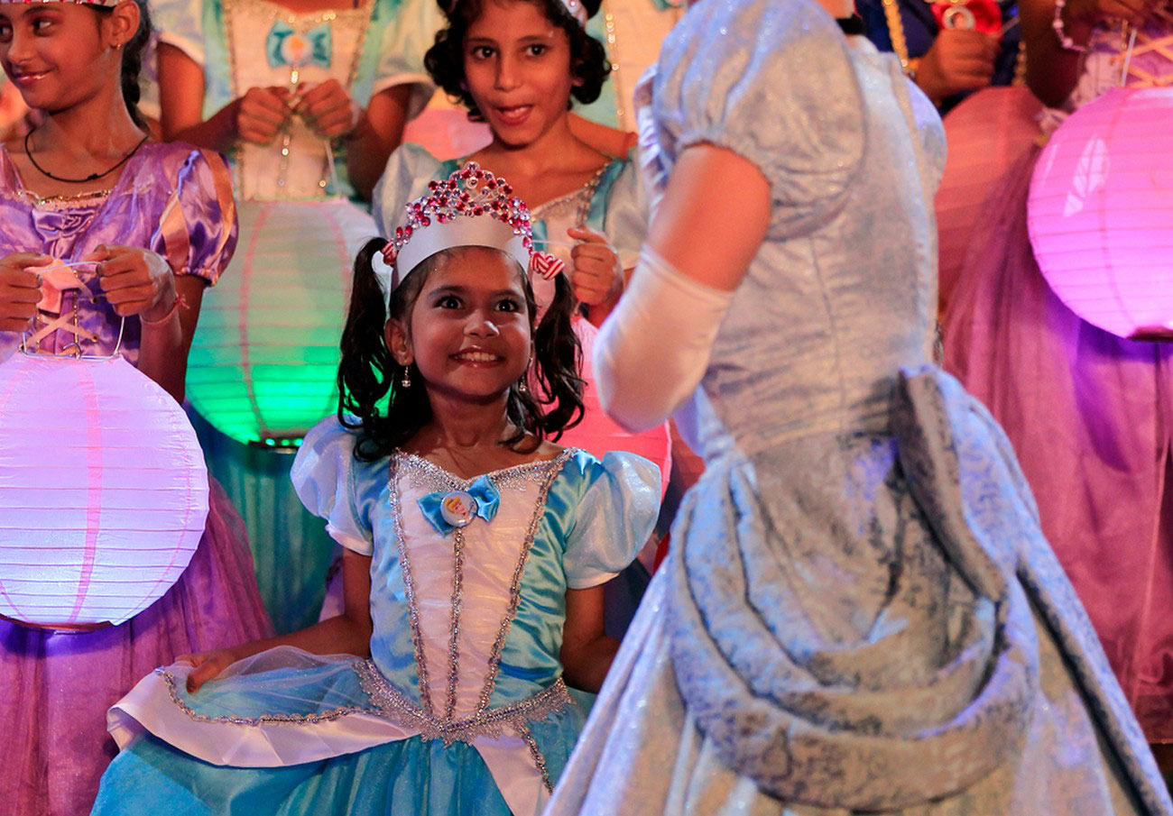 театр для бедных на празднике в Индии