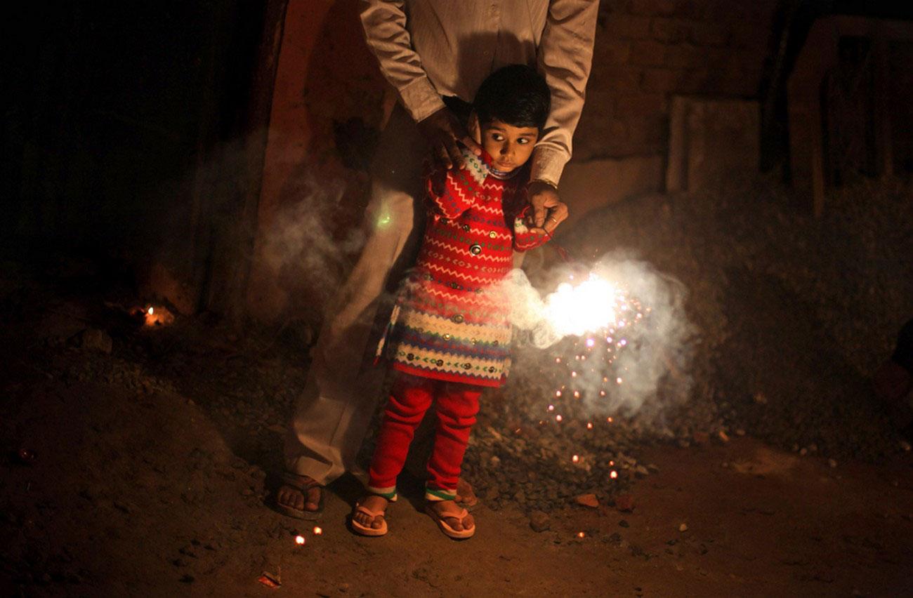 запуск фейерверков в Индии