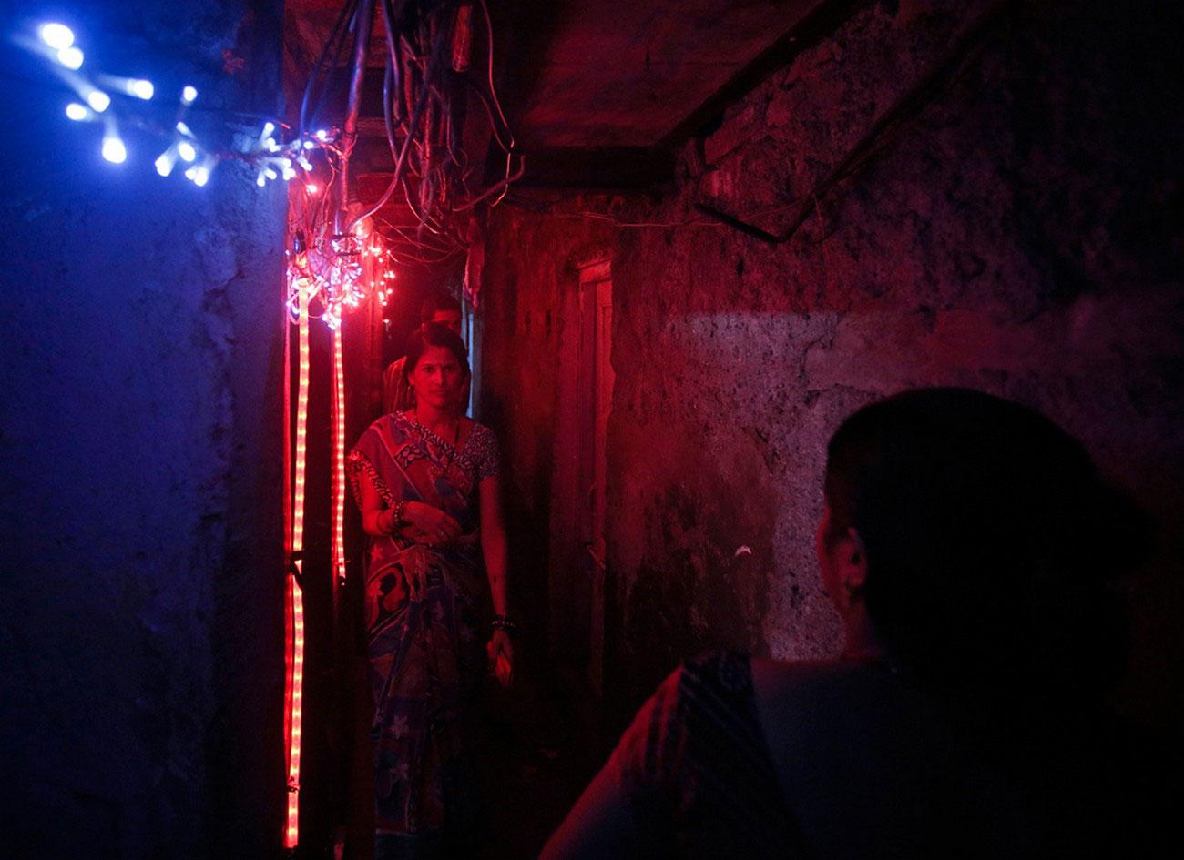 Индусы украшают свои дома и храмы