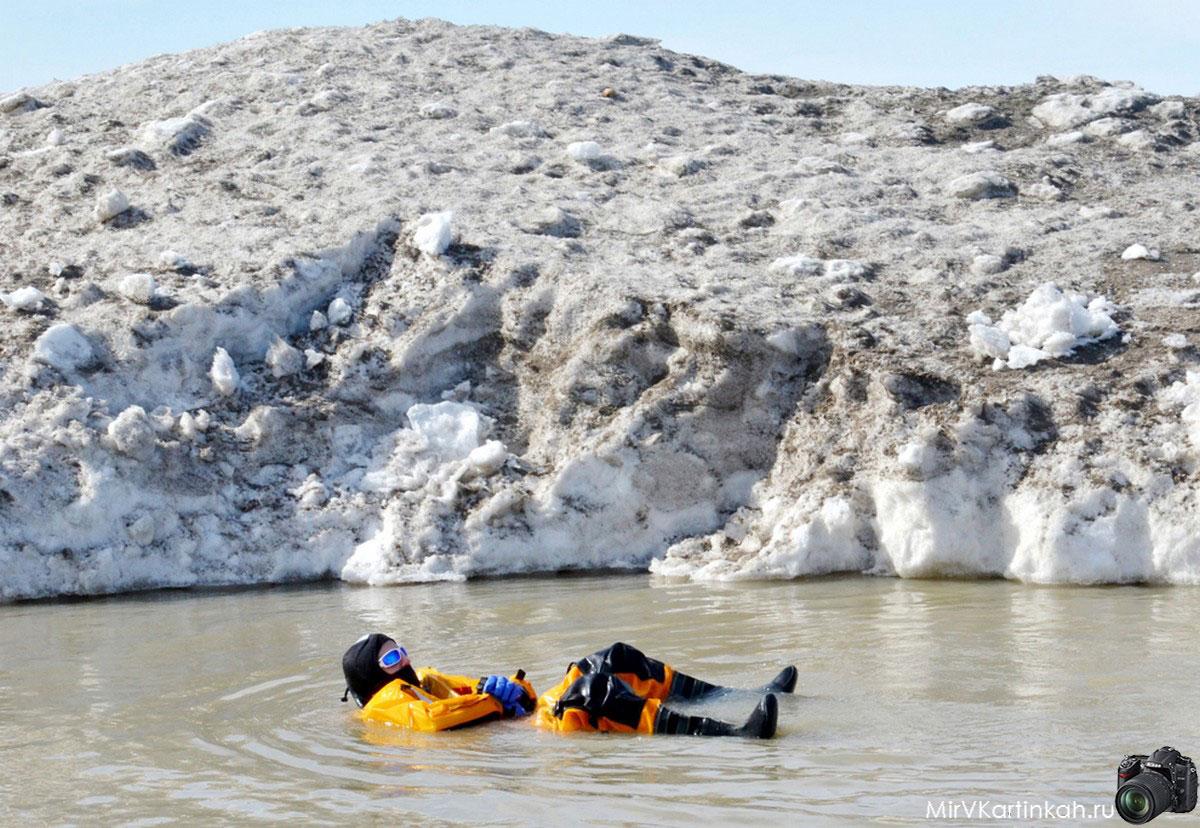 человек в ледяной воду