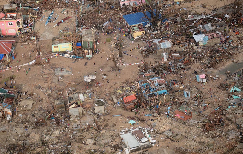 Разрушенные дома на острове