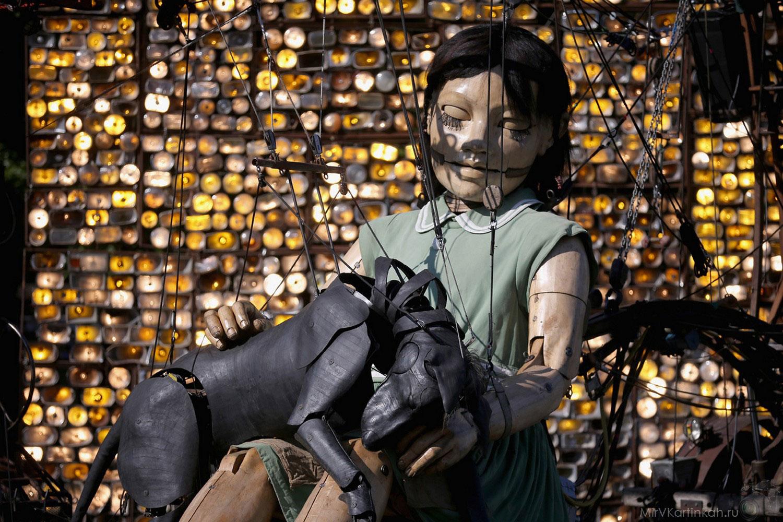 Гигантская кукла