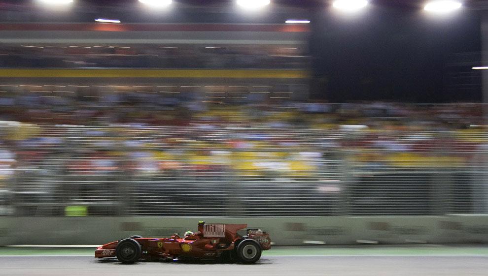 Фелипе Масса на трассе Марина Бей в Сингапуре, фото