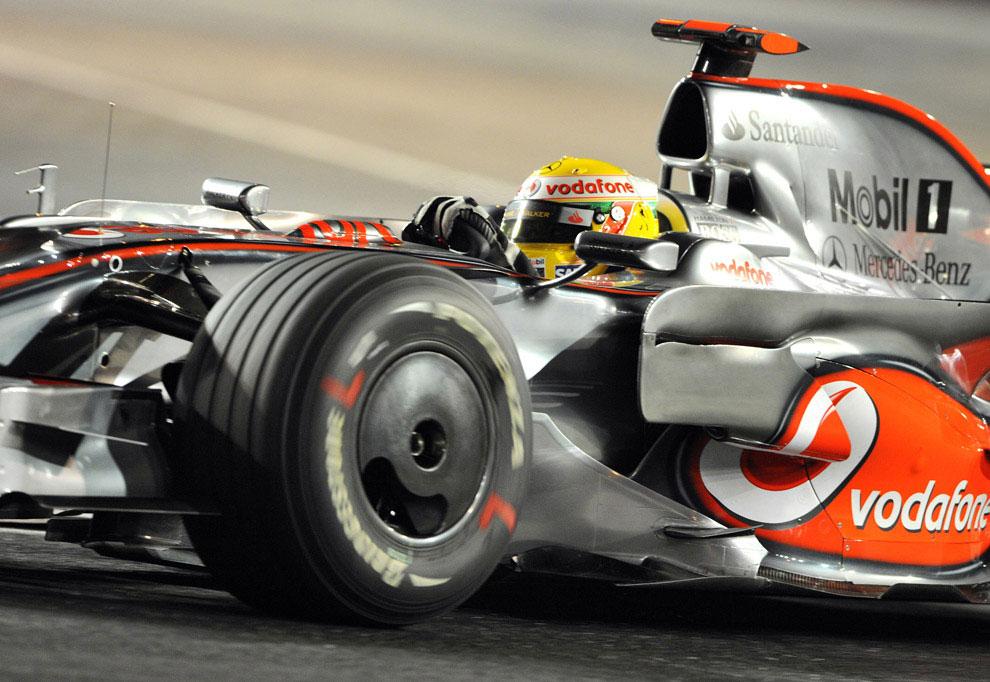 Льюис Карл Дэвидсон Хэмилтон на гонках в Сингапуре, фото