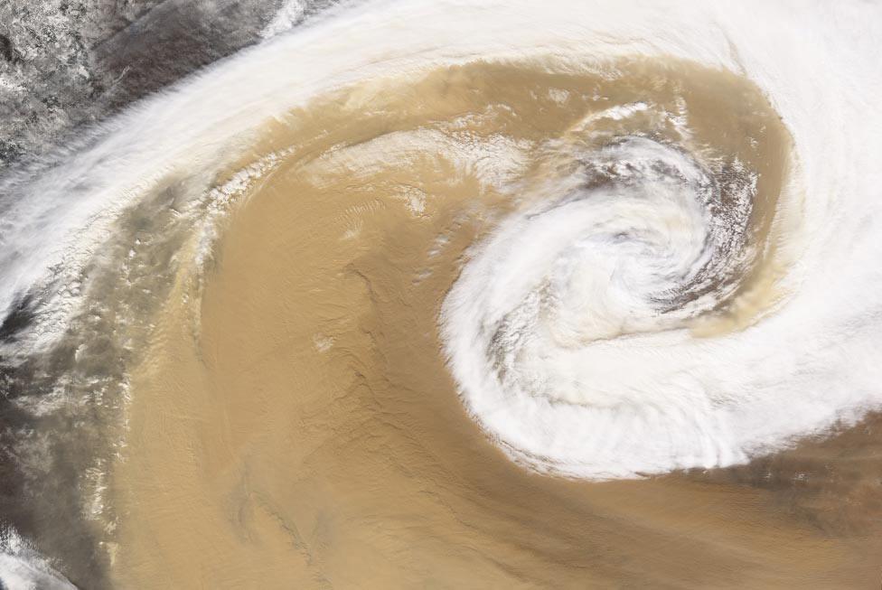 циклон в Китае, фото из космоса