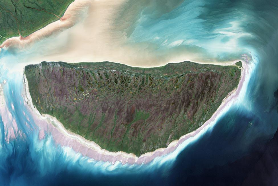 Остров Акимиски, фото из космоса