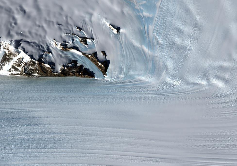 Бирдский ледник в Антарктике, из космоса