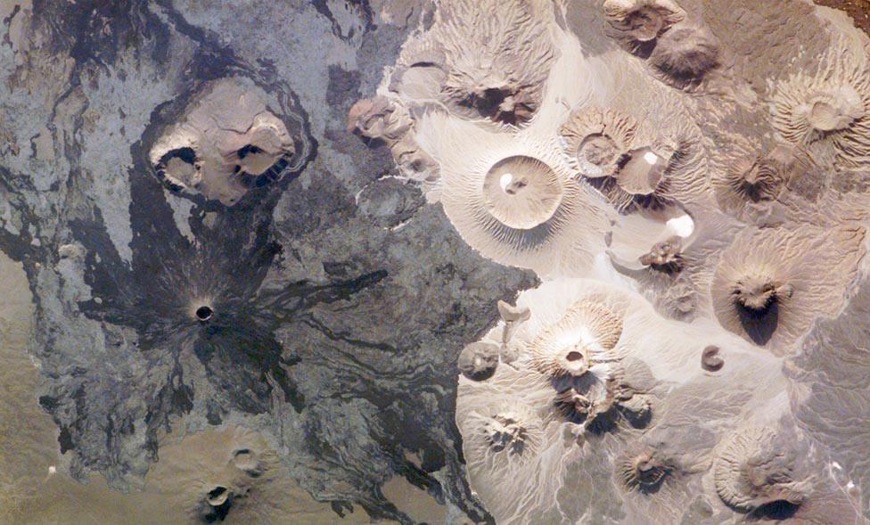 Вулкан Харрат Хайбар в Саудовской Аравии, фото со спутника