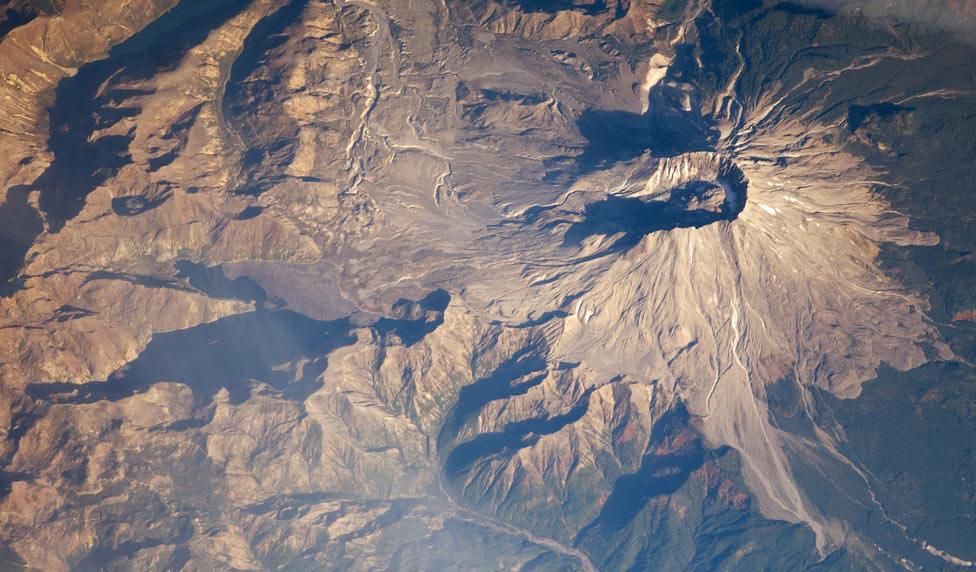 стратовулкан Сент-Хеленс (гора Святой Елены), фото из космоса