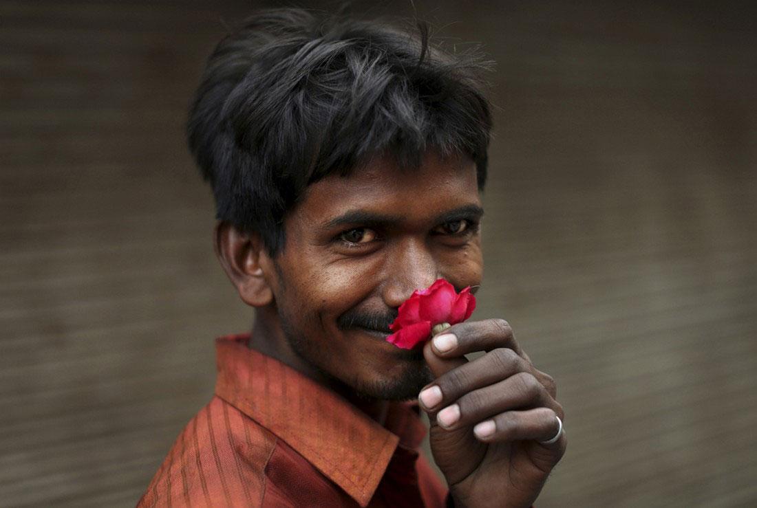 Мужчина с цветком, фото
