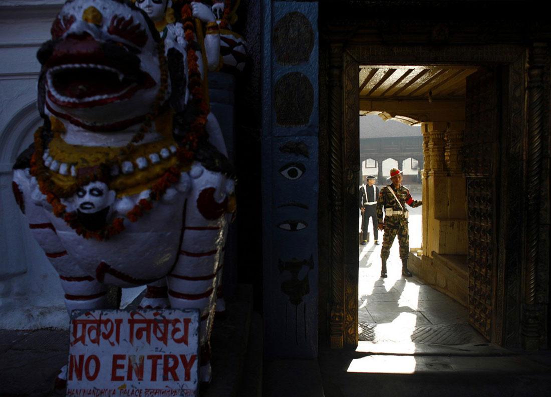 у входа во дворец, Катманду, фото