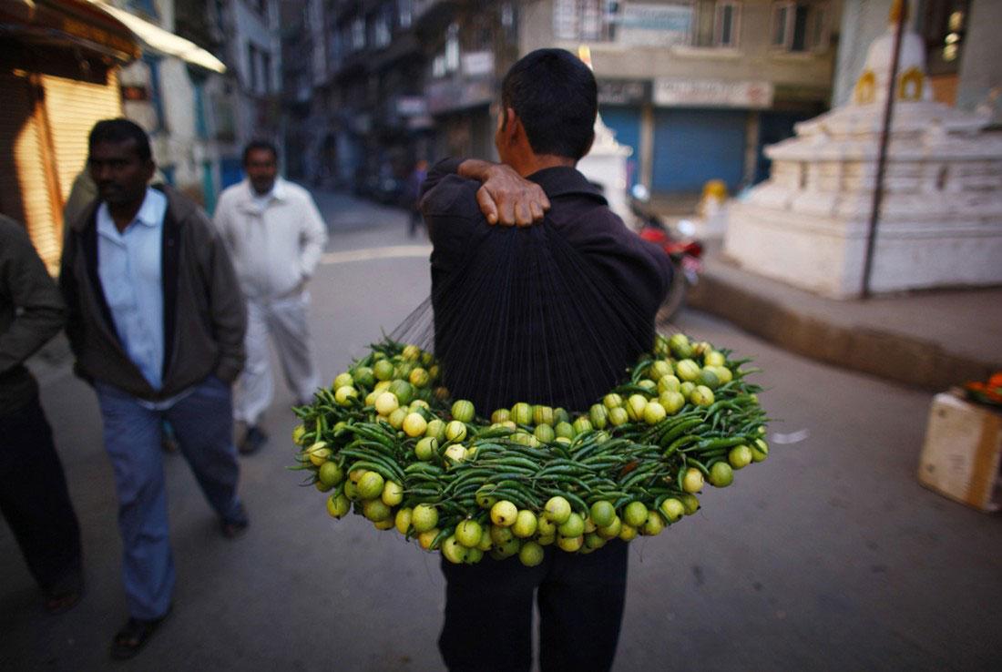 лимоны и перец на продажу, фото